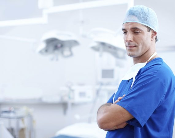 Plastic Surgeon vs Cosmetic Surgeon Cincinnati Plastic Surgery
